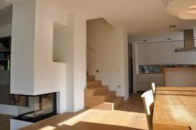 esszimmer küche mit kamin neugebauer architekten bda moderne