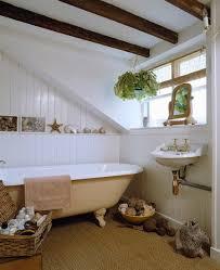 badezimmer mit freistehender badewanne bild kaufen