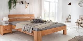 modernes schlafzimmer in weiß gemütlich und modern
