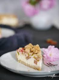 glutenfreier rhabarber quark kuchen mit mandelstreuseln