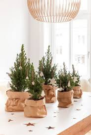 Dining Table Centerpiece Ideas For Christmas by 25 Unique Christmas Table Decorations Ideas On Pinterest Xmas