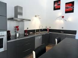 cuisine grise et plan de travail noir deco cuisine noir et gris decoration moderne cuisine grise plan de