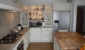 cuisine blanche et plan de travail bois cuisine blanche et bois clair armoires de cuisine en bois et