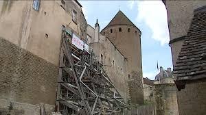 semur en auxois les remparts de la cité médiévale en