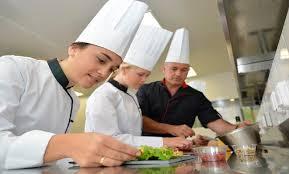 apprenti cuisine apprentis cuisiniers une formation qui a ses avantages