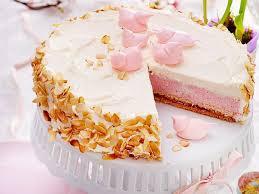 erdbeer sahne torte mit baiserküken