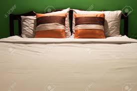 schlafzimmer in der grünen wand