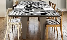 relooker une table de cuisine relooker rapidement votre maison avec les papiers peints adhésifs