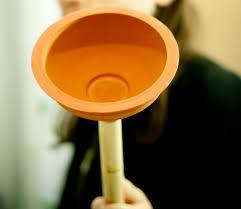 toilettes bouches que faire comment déboucher ses toilettes sans faire appel à un plombier