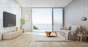 meer blick wohnzimmer luxus strandhaus mit glastür und holzterrasse tv auf weißen marmor wand gegen sofa in der nähe indooranlage im hause oder im