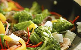 cuisiner avec un wok cuisine au wok 10 conseils pour réussir votre recette chinoise