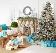 30 Brilliant Coastal Chic Christmas Tree Decorating Ideas Rh Onekindesign Com Beach Themed Centerpieces
