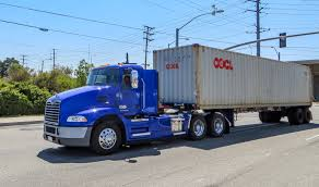 100 Mack Trucks History Displays Second Generation Hybridelectric Drayage Truck