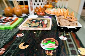 Ideas For Halloween Finger Foods by 13 Diy Spooky Halloween Party Ideas Blissfully Domestic