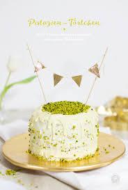 kleine pastellgrüne pistazien torte mit weisser schokolade
