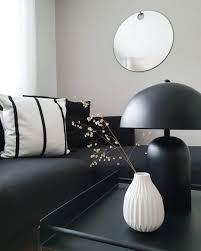 monochrome vibes in diesem wohnzimmer herrscht puristische