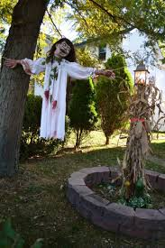 Nightmare Before Christmas Halloween Decorations Outdoor by 31 Creepy And Cool Halloween Yard Décor Ideas Digsdigs