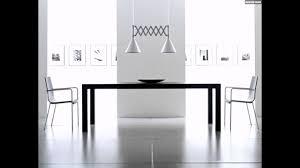 wohnideen minimalisten schwarzer esstisch weiße stühle