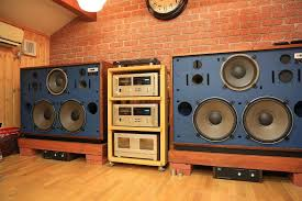 Gigantic home stereo system notice there s only a turntable