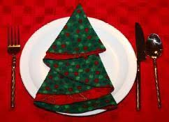 Jennifer Ackerman Haywood From Craft Sanity Shows How To Make And Fold Fabric Napkins Into A Christmas Tree Shape These Would Be So Festive On Your Holiday