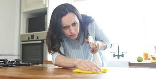 küchenarbeitsplatte reinigen wie wie oft