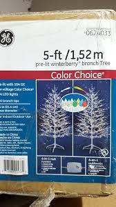 Ge Pre Lit Christmas Tree Customer Service by Amazon Com Ge 5 Foot Winterberry Christmas Tree Home U0026 Kitchen