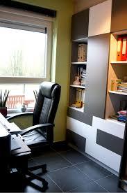 bureau dans un placard aménagement d un bureau placard de rangement bibliothèque