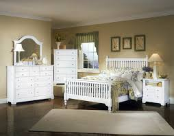 Vaughan Bassett Triple Dresser by All American Cottage Collection Slat Poster Bedroom Set F In Snow