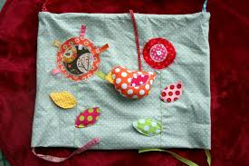 tapis d eveil couture tuto du tapis d éveil en 9 coussins le coussin les fleurs et l
