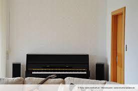 ideen und beispiele für wand mit muster im wohnzimmer