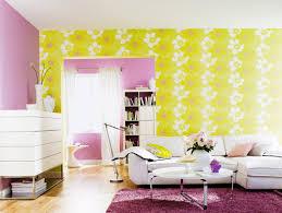 wohnzimmer mit weissen möbeln lila wand bild kaufen