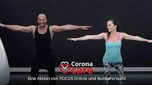 fünf übungen für starke arme das wohnzimmer workout mit