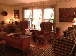 Primitive Living Room Wall Colors by 102 Best Prim Living Rooms Images On Pinterest Traditional
