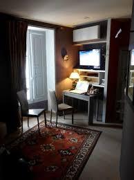 le petit bureau le petit coin salon avec bureau canapé télévision et