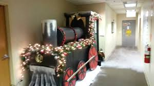 Christmas Office Decorating Ideas For The Door by Backyards Door Decorating Contest Maxresdefault Office Christmas