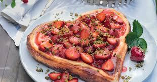 herz käsekuchen mit erdbeeren