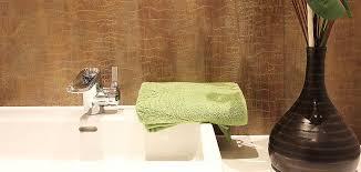 badezimmer ohne fliesen mit einer wandbeschichtung in