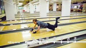 bowling porte de la chapelle glissades extrêmes dans un bowling sock slide