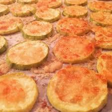 comment cuisiner les courgettes au four chips de courgette au parmesan grillées au four cuisine de mémé