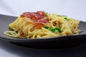spaghetti carbonara mit taleggio