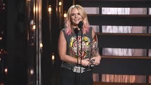 Miranda Lambert Bathroom Sink 2015 Cma Awards by Miranda Lambert On Winning Cma Award U0027i Needed A Bright Spot This