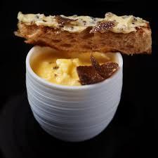 cuisiner des oeufs toutes les façons de cuisiner l œuf cuisine madame figaro