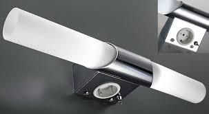 prise pour salle de bain installation électrique installer luminaire avec prise intégrée