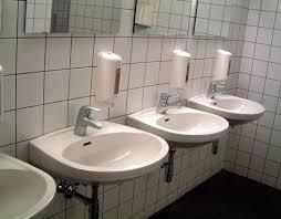 wieder waschbecken verstopft halleiner schule überschwemmt