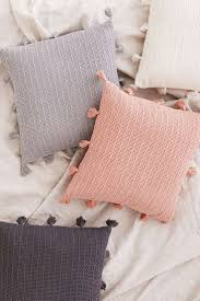 Oversized Throw Pillows For Couch by Best 25 Decorative Pillows Ideas On Pinterest Accent Pillows