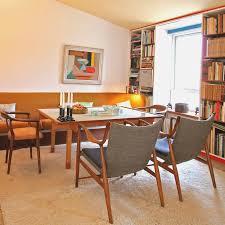 retro wohnzimmer im 50er jahre look bücherregal wo