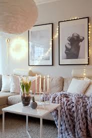 gemütlich beleuchtetes wohnzimmer mit bild kaufen