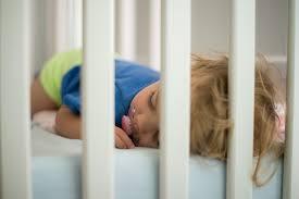 a quel age bébé dort dans sa chambre baby be comment faire pour que bébé dorme seul dans sa chambre