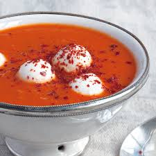 tomatensuppe mit mozzarellakugeln