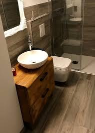 pin sylvia kuroll auf altholzmöbel im badezimmer